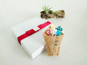 wrapped bouquet brooch-pins