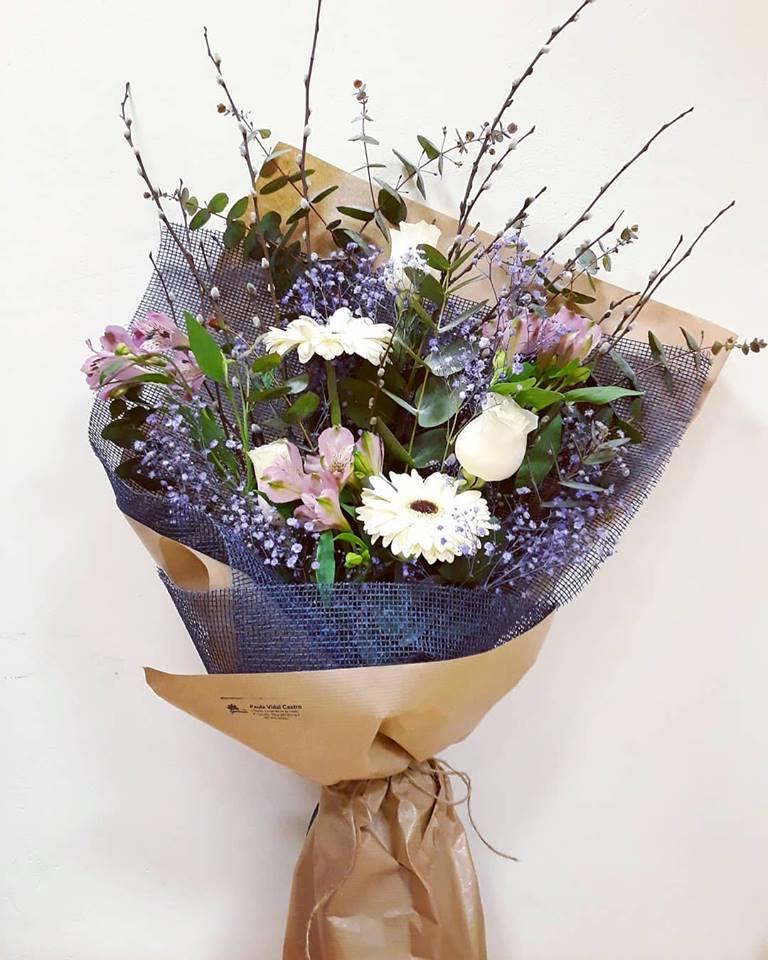 Ramo variado blanco y lila vintage