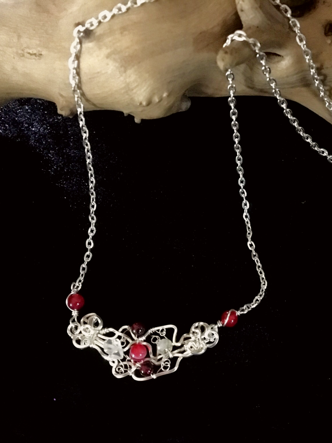 Qhresnna Quartz Necklace - Red Agathe and granate - Silver Plated