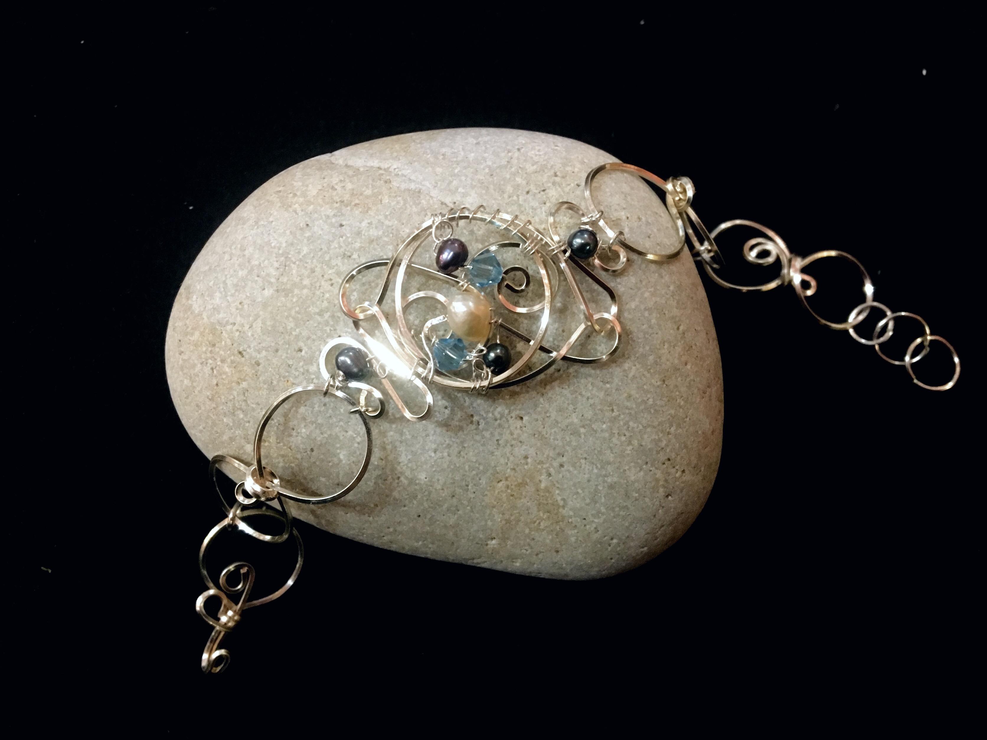 Dainty Deva Bracelet - Pearls and blue swarovsky - Silver Plated