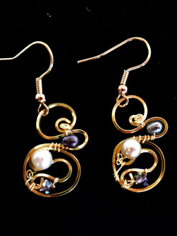 Dainty Deva Earrings - Pearls and crystals - Silver Plated Gold Color