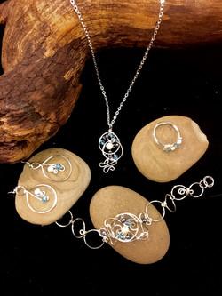 Dainty Deva Set - Pearls and blue swarovsky - Silver Plated