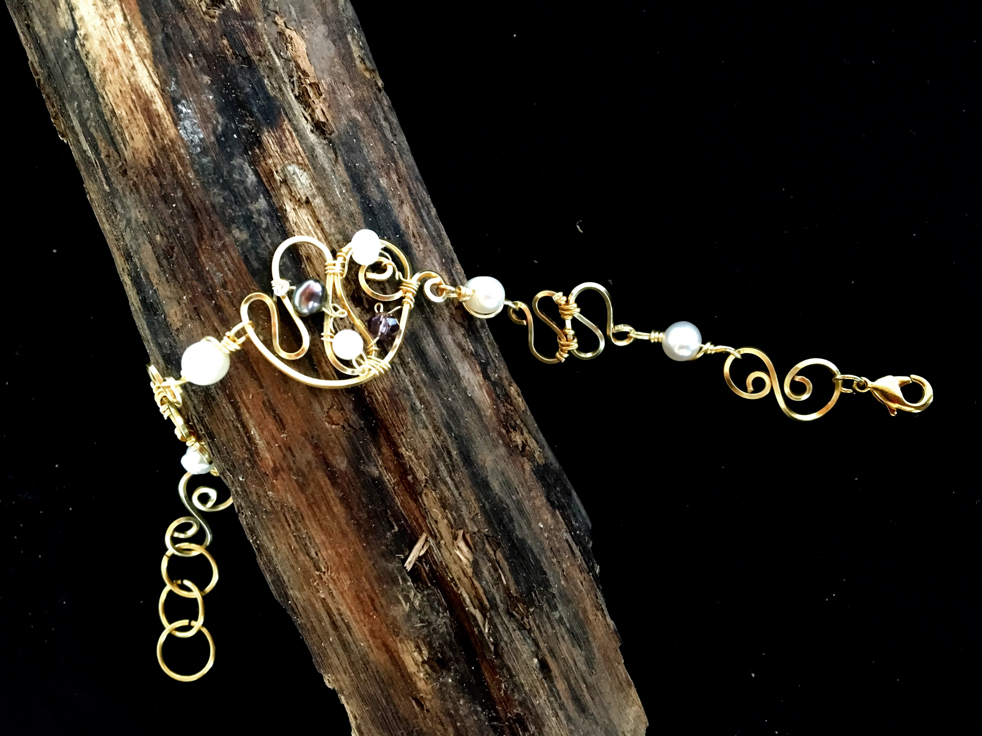 Dainty Deva Bracelet - Pearls and crystals - Silver Plated Gold Color