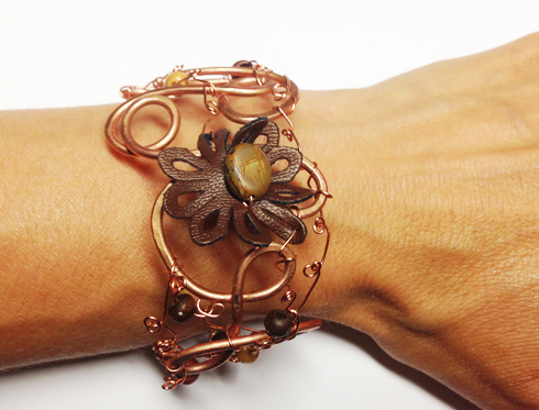 2014-07 LTB Earthy thoughts (Bracelet on hand)