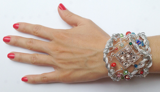 2013-08 STB Whimz (Bracelet on hand)