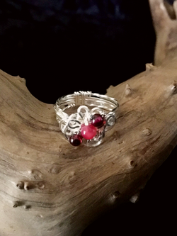 Qhresnna Quartz Ring - Red Agathe and granate - Silver Plated