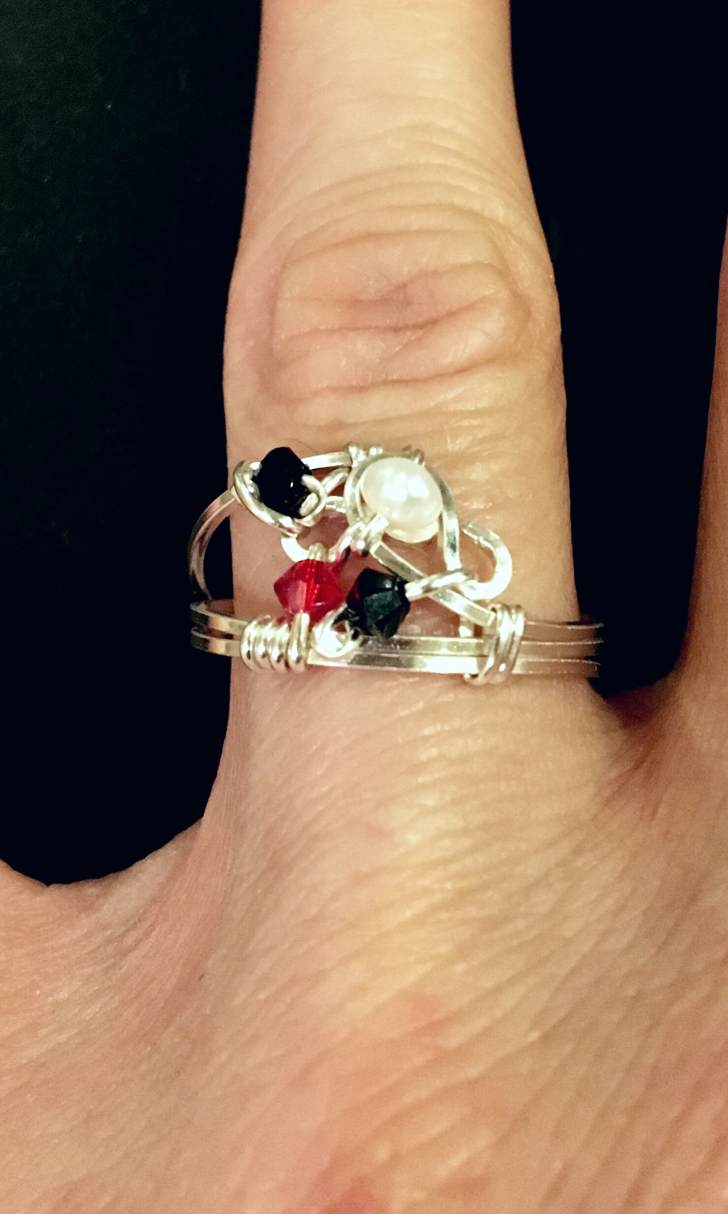 Dainty Deva Ring - Pearl Black Red - Silver Plated