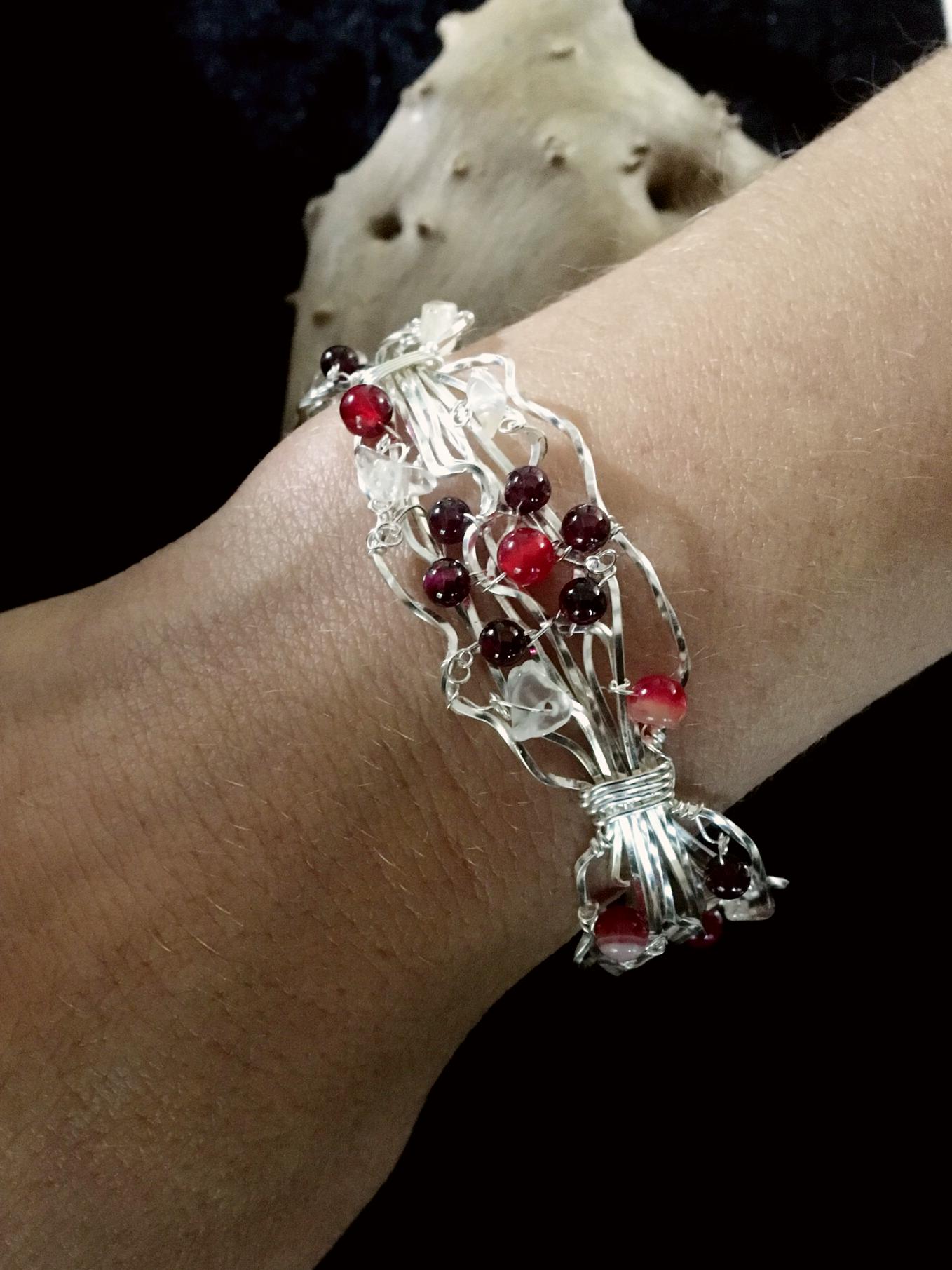 Qhresnna Quartz Bracelet - Red Agathe and granate - Silver Plated