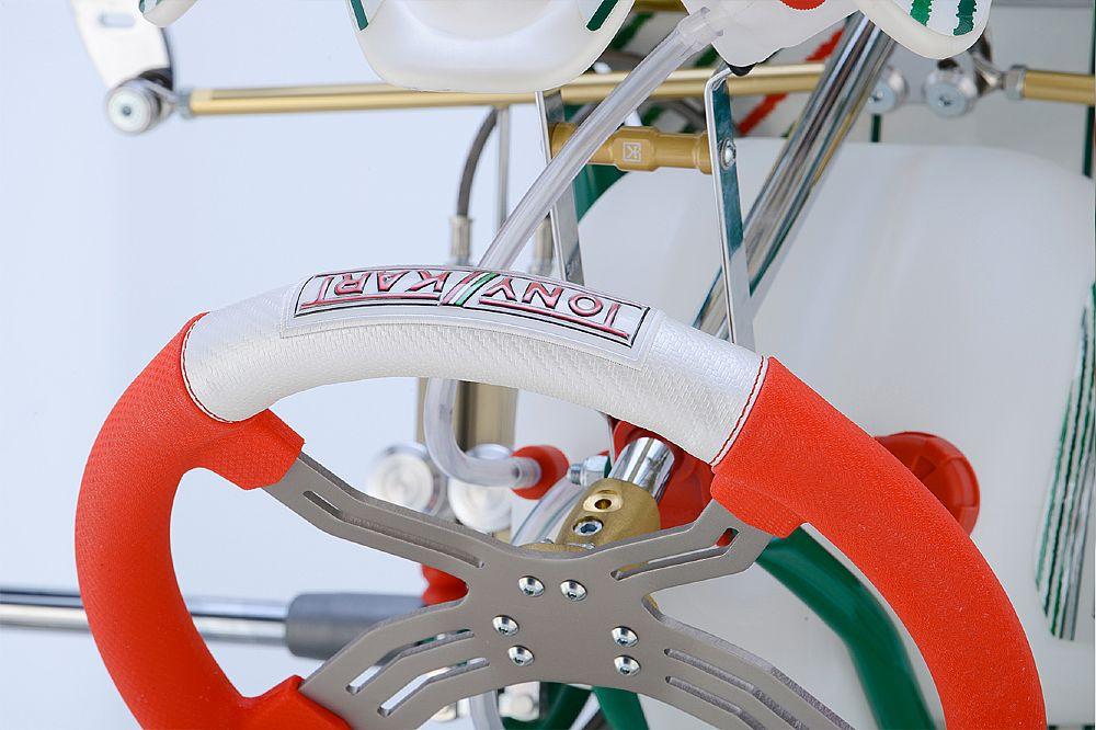 High grip steering wheel