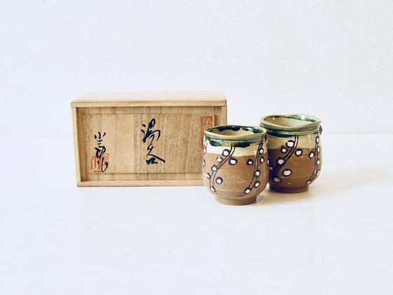Pair of Vintage Teacups - Paire de tasses à thé