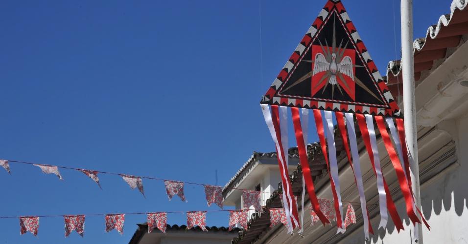 18mai2012---simbolo-da-tradicional-festa-do-divino-em-homenagem-a-terceira-pessoa-da-santissima-trin