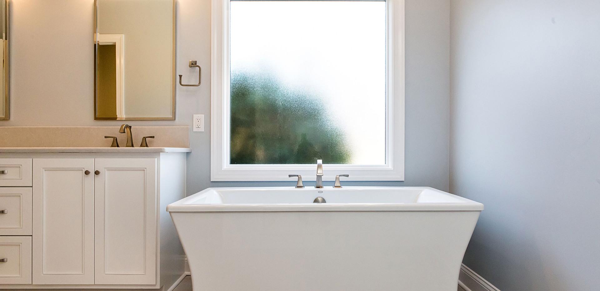 Freestanding tub