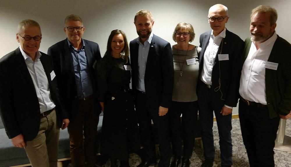 Helseministeren sammen med representanter fra RSHU, St Olavs hospital, Helse Midt og HOD-prosjektet.