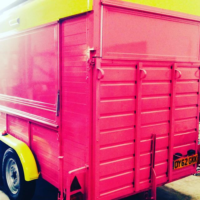 #pink #horse #trailer #horsetrailer #streetfood #omg #conversion #shiny #new #hotdog #bright #pop #l