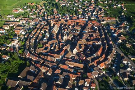 Vue aérienne du village d'Eguisheim