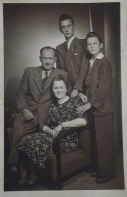 s rodici a bratrem.jpg