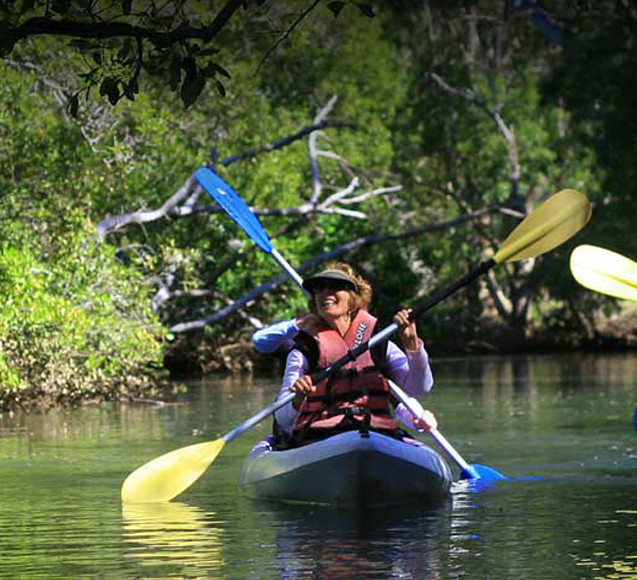 family-things-to-do-in-Byron-bay-kayakin