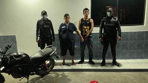 Jóvenes que robaban en moto fueron aprendidos, tenían antecedentes