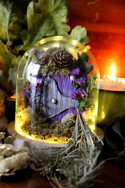 """Cloche miniature lumineuse """"Voyage en terre imaginaire"""" (violette)"""
