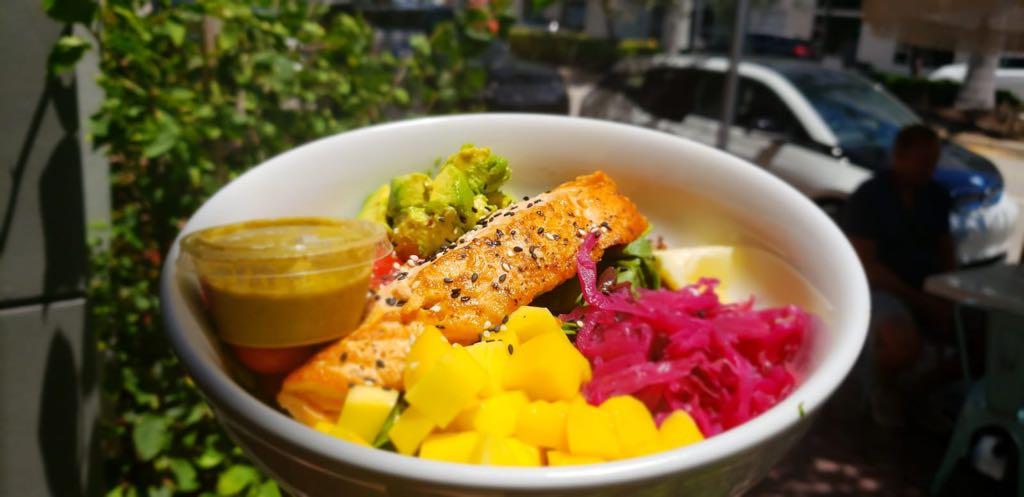 Nuestra cocina utiliza ingredientes frescos y orgánicos para la dieta de rotación.