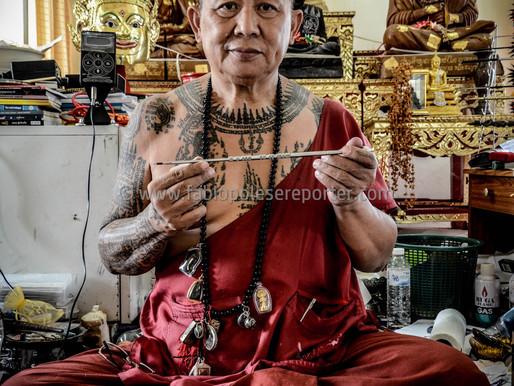 Il monaco della foresta e i tatuaggi magici