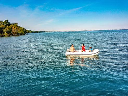2020-10-21 - Family in Boat - GL Boats.j