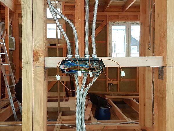 Проводка в каркасном доме в металлической трубе, в металлическом подрозетнике для каркасного дома