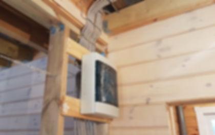 Монтаж скрытойэлектропроводки в металлической трубев деревянном доме в перекрытиях