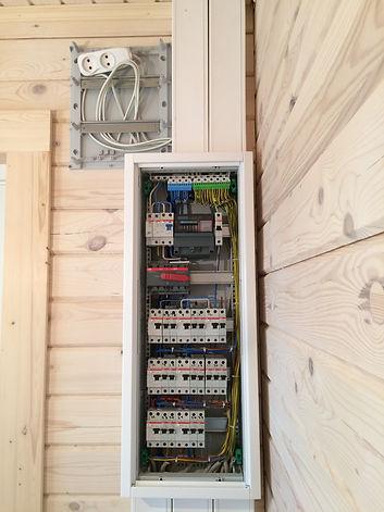 Сборка электрощита в доме из бруса