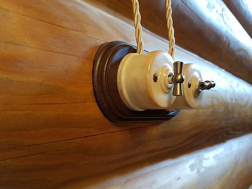 Установка ретро-проводки в доме из дерева