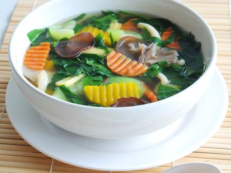 Scharf-saure Gemüsesuppe mit Goji-Beeren