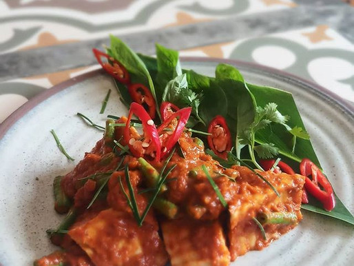 Stir-fried tofu, red curry and snake beans