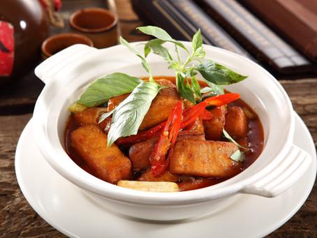 Goldener Tofu mit Knoblauch und Goji-Beeren