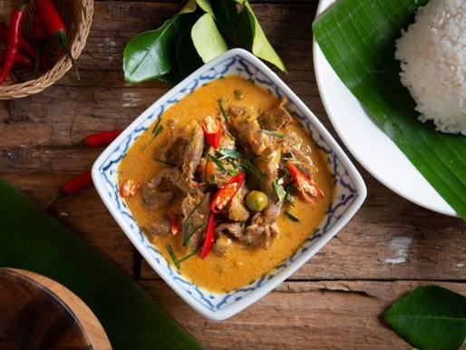 Curry panang de porc aux aubergines et aux feuilles de kaffir
