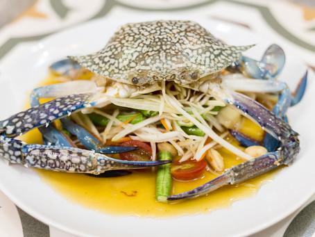 Papaya Salat mit blauer Krabbe, oder Som Tam Pu