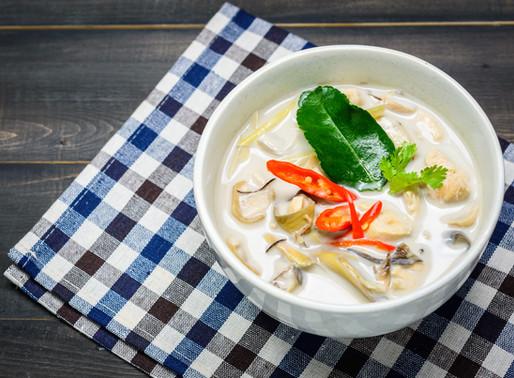 Soupe de coco et galanga au poulet, ou tom kah kai
