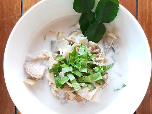 Coconut and galangal soup with banana blossom, or tom kha hua pli