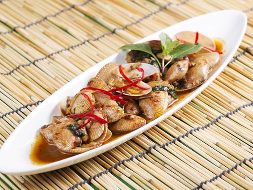 Clams and pineapple red curry, or kaeng kua hoy saparot