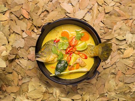 Gelbes Fisch-Curry mit Kaffirblättern