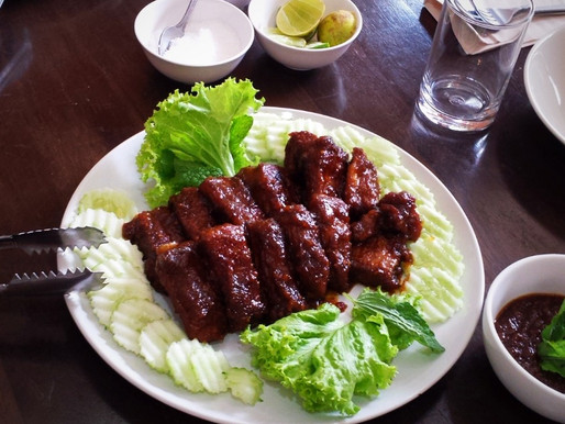 Roasted pork ribs, spicy dipping sauce
