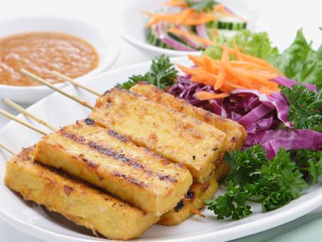 Tofu Satay mit Erdnuss-Sauce