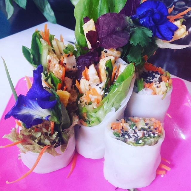 Garden zen noodles, refreshing and healthy vegetarian Thai recipe _#vegetarianfood #fatfree #healthyfood #edibleflowers #ricenoodles #thaifo
