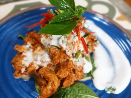 Gebratenes Panang Schweinefleisch-Curry mit Basilikum
