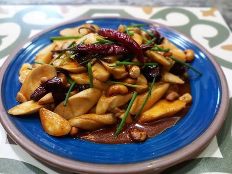 Gebratene Pilze mit Chili und Cashewnüssen