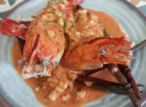 River prawns and calamari in red curry sauce, or Kung maenam