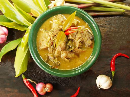 Curry de porc aigre-doux aux feuilles de chamuang