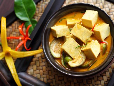 Panang Tofu-Curry mit Auberginen und Kaffirblättern
