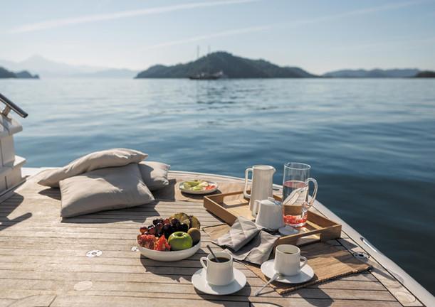 breakfast on board