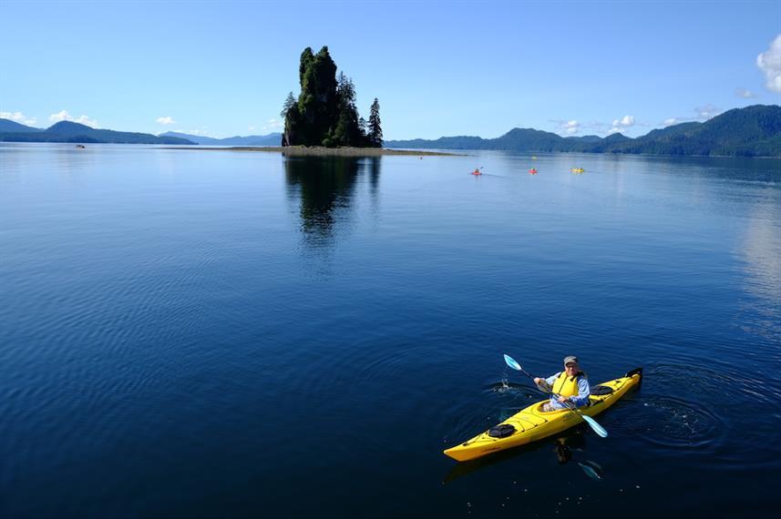 Kayak_paddle_in_Misty_Fjordsw857h570crwi