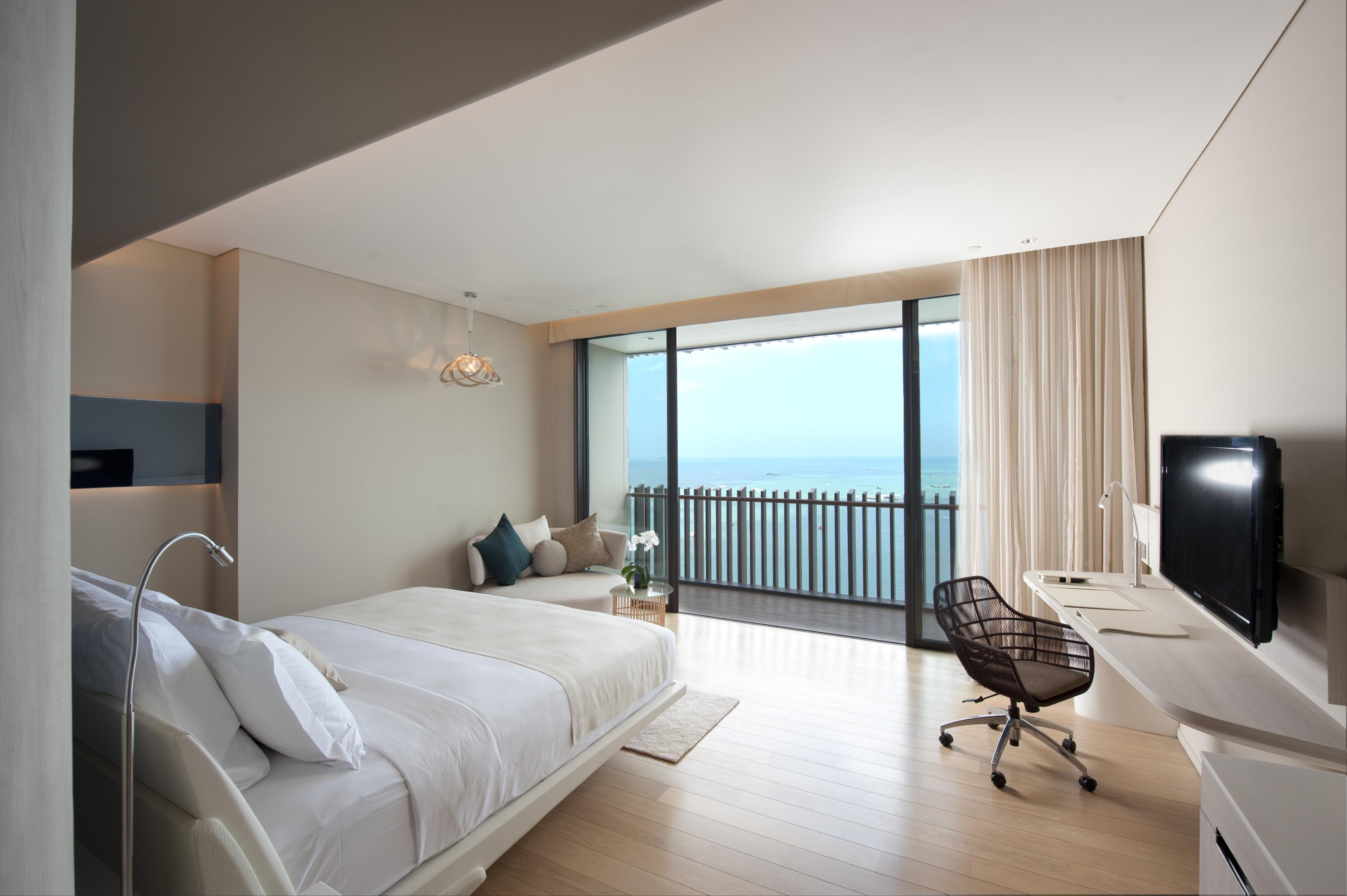 King Hilton Deluxe Seaview